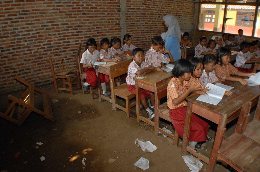Krisis Pendidikan, Bukan Krisis Ekonomi