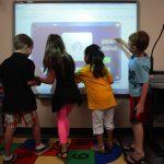 Jebakan Teknologi Dalam Pendidikan. Waspadalah!